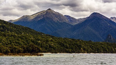 Am Lake Manapouri